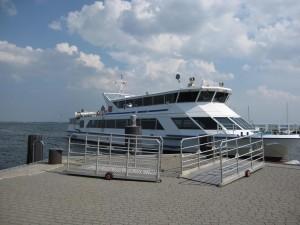 Fähre am Hafen Neuendorf
